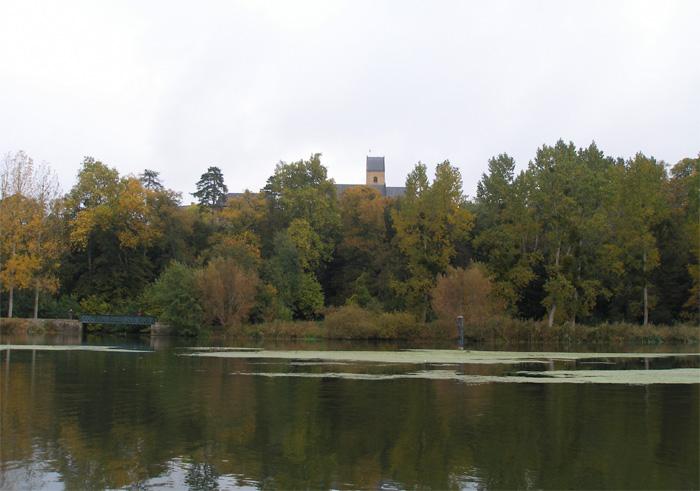 Eglise de Juigné vue de la Sarthe