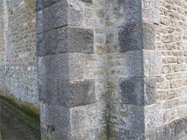 Mur de l\église de Juigné