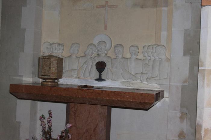 Notre-Dame-du-Nid, bas relief
