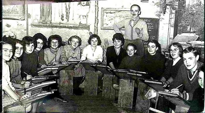 Raymond Dubois avec ses élèves