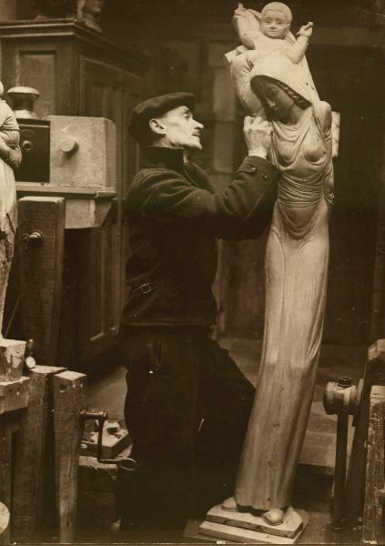 Raymond Dubois dans son atelier