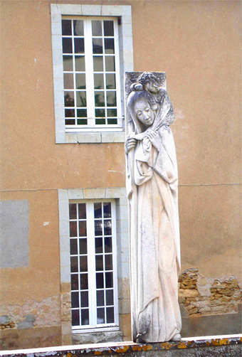 Statue de Notre-Dame-de-la-route